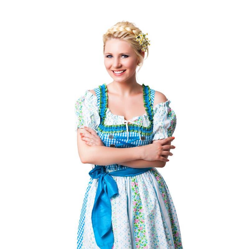Bella donna in un dirndl bavarese tradizionale immagine stock
