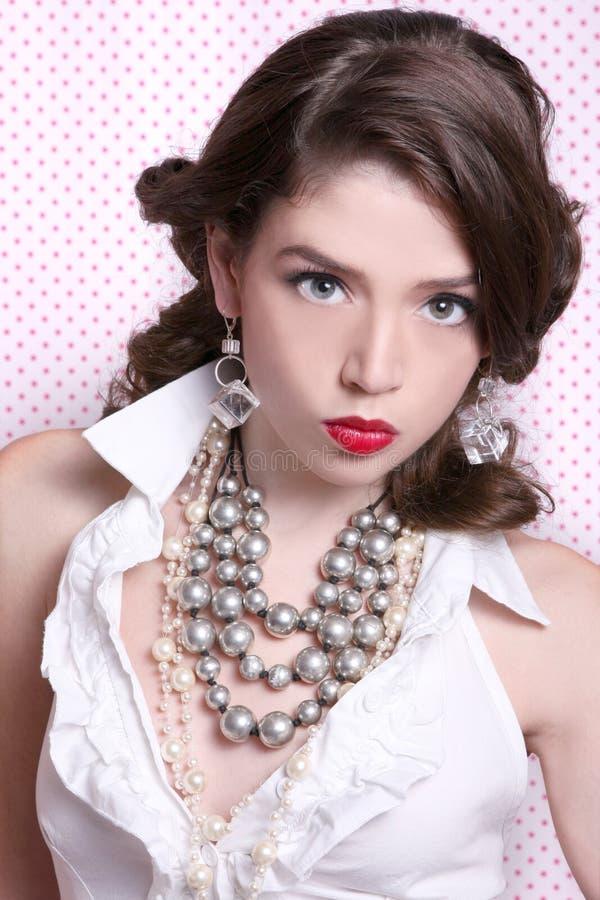 Bella donna vestita nel retro stile dell'annata immagini stock