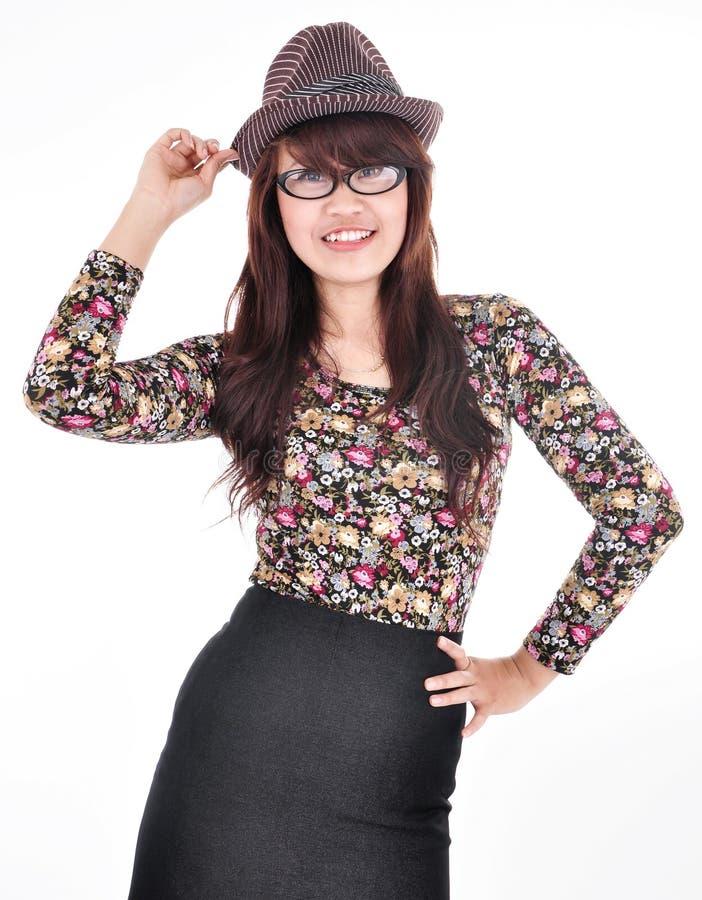 Bella e ragazza attraente che porta un cappello immagini stock