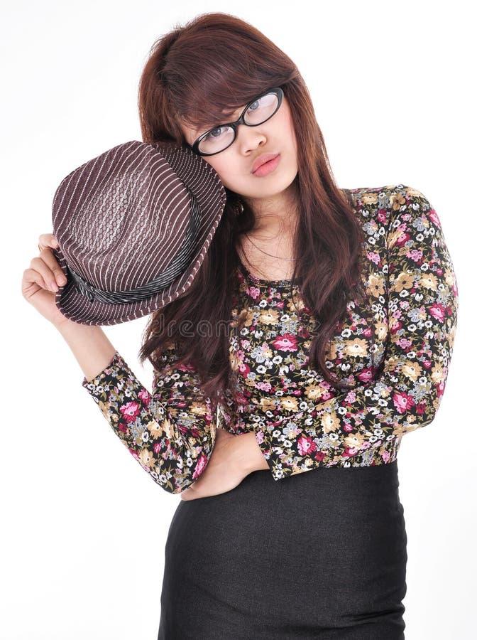 Bella e ragazza sexy che tiene un cappello fotografie stock