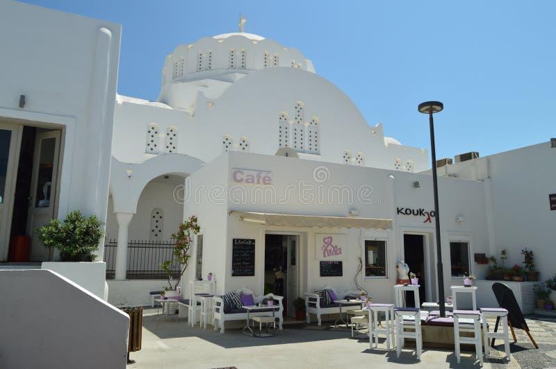 Bella ed entrata pittoresca ad Antivari e ristorante in Fira sull'isola di Santorini Viaggio, crociere, architettura, terra fotografia stock