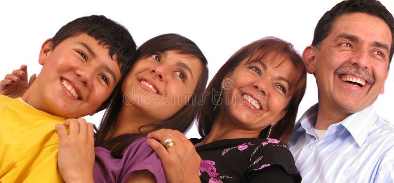 Bella famiglia latina sopra bianco immagine stock