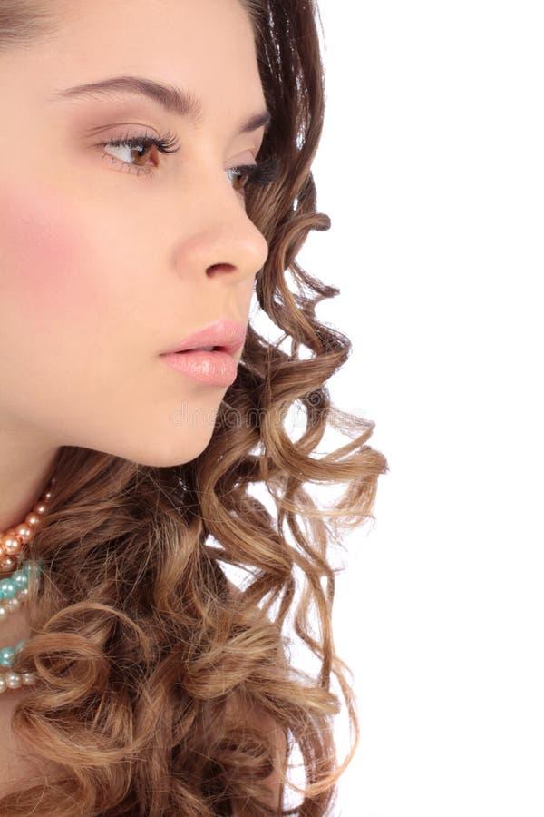 Bella fine di profilo del ritratto della giovane donna su fotografia stock