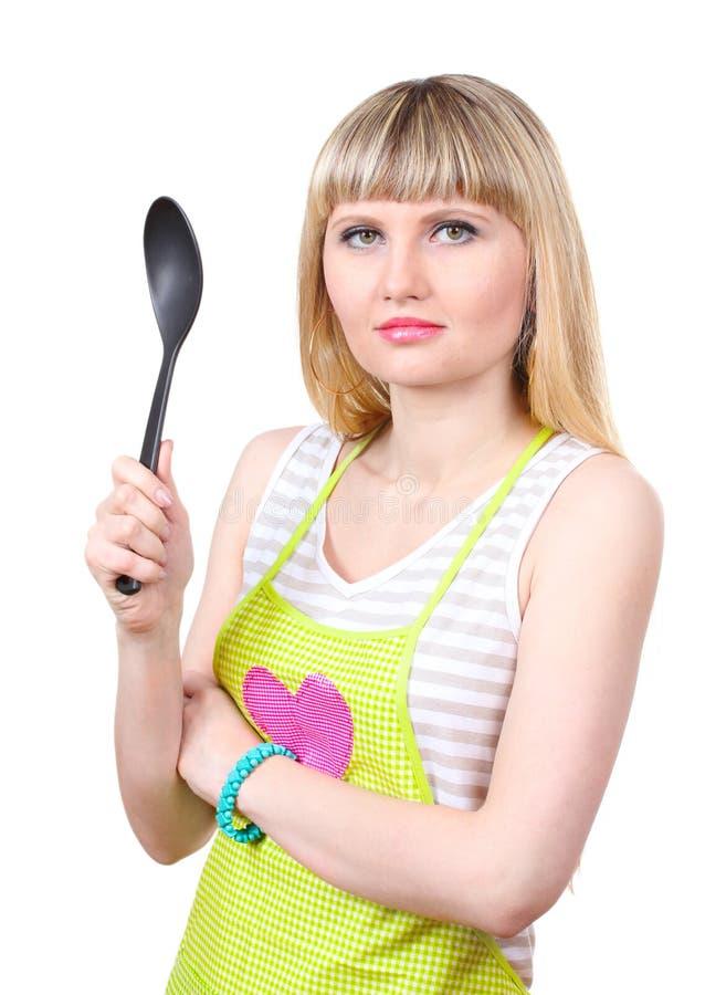 Bella giovane casalinga con il grande cucchiaio fotografie stock libere da diritti
