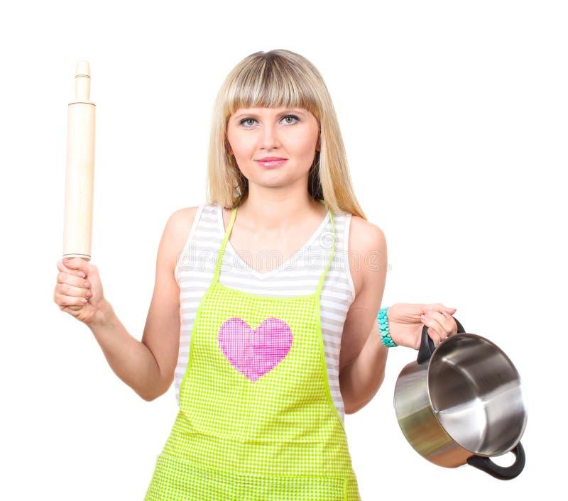 Bella giovane casalinga con la vaschetta ed il tuffatore immagini stock libere da diritti
