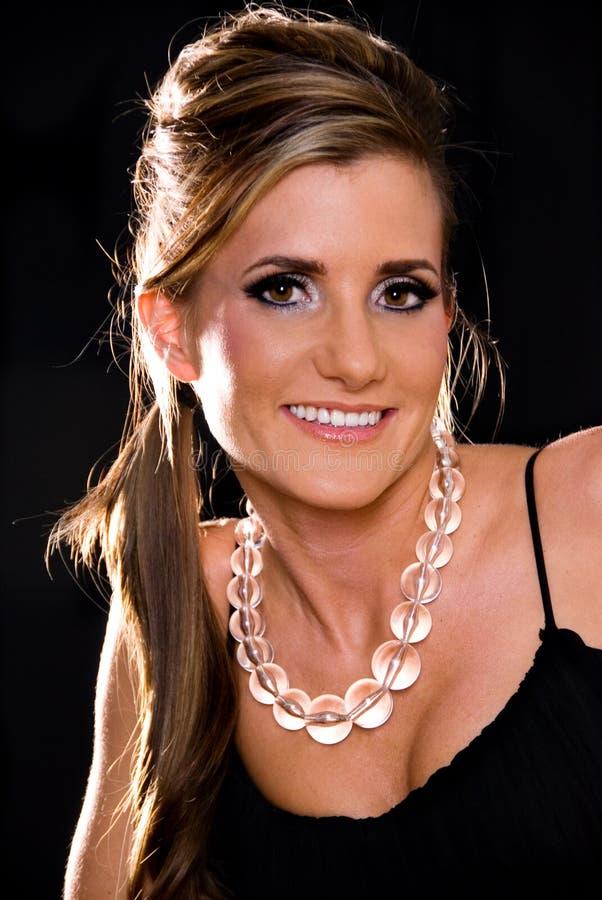 Download Bella giovane donna. fotografia stock. Immagine di sorridere - 3880080