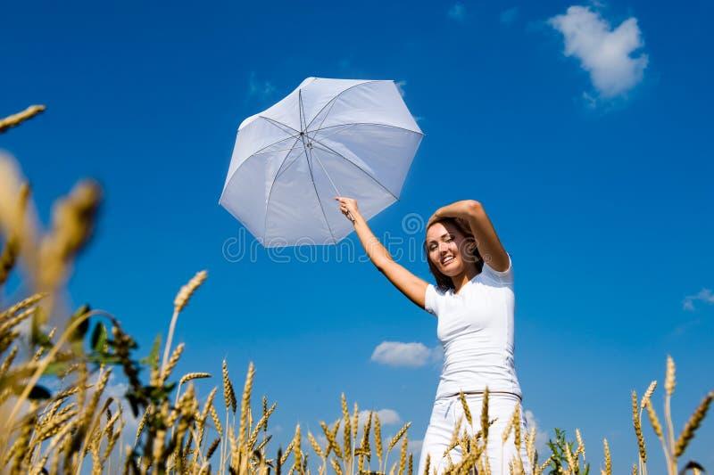 Download Bella giovane donna fotografia stock. Immagine di fresco - 7303130