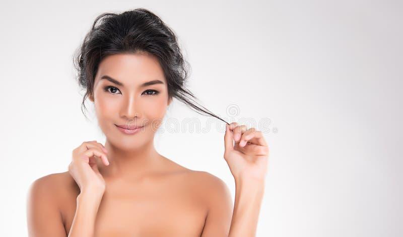 Bella giovane donna asiatica con lo sguardo fresco pulito della pelle Bea della ragazza fotografie stock