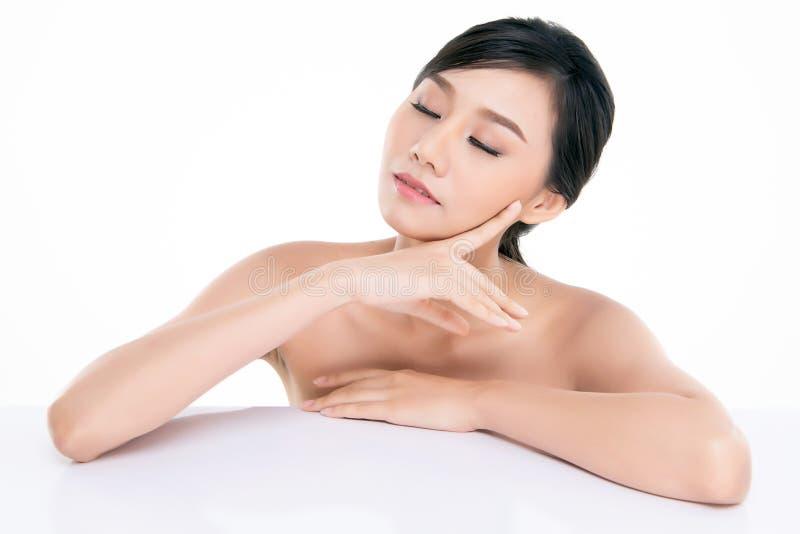 Bella giovane donna asiatica con pelle fresca pulita fotografia stock libera da diritti