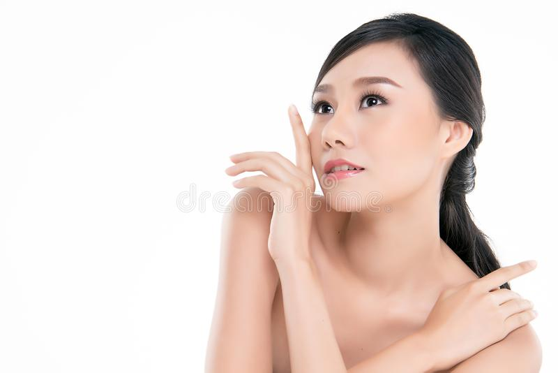 Bella giovane donna asiatica con pelle fresca pulita fotografia stock