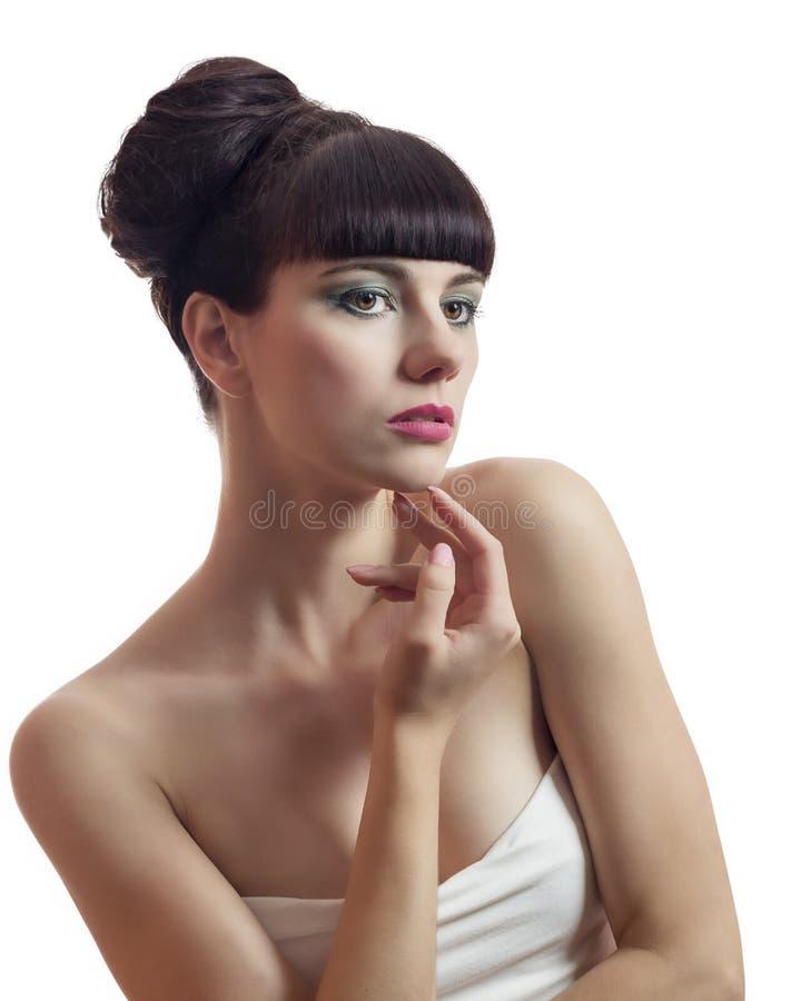 Bella giovane donna che tocca il suo fronte fotografia stock libera da diritti