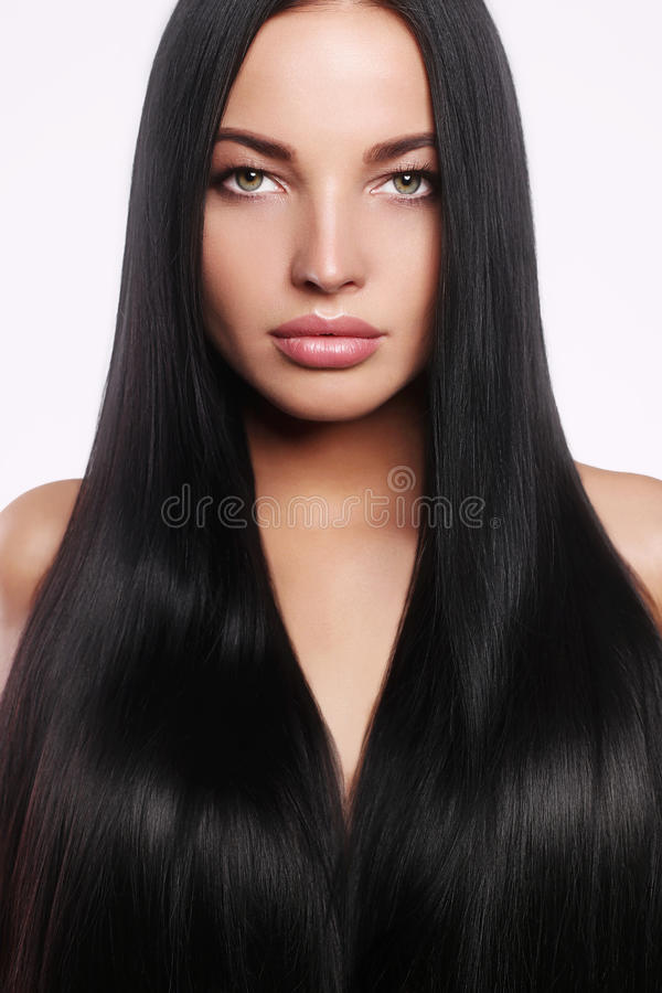 Bella giovane donna con capelli lunghi e trucco fotografia stock