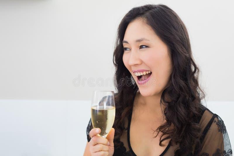 Bella giovane donna con champagne fotografia stock