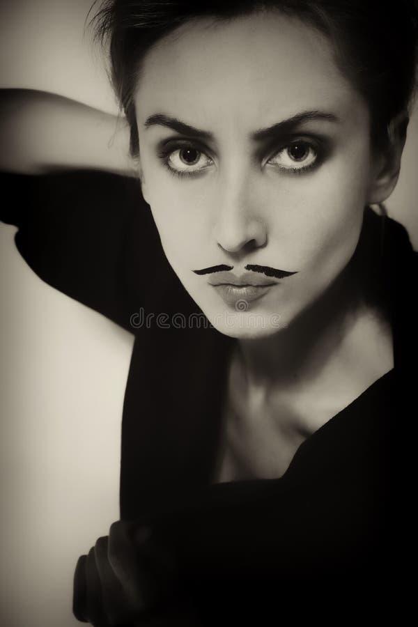 Bella giovane donna con i baffi verniciati immagine stock libera da diritti