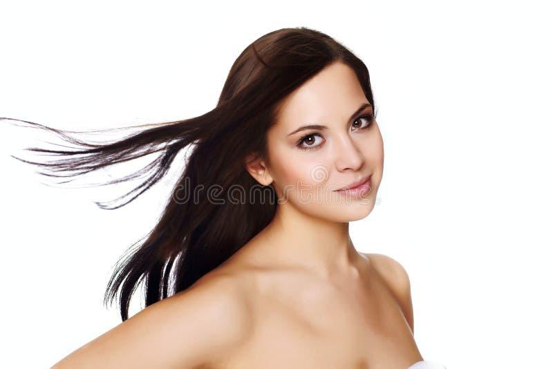 Bella giovane donna con il volo dei capelli fotografia stock