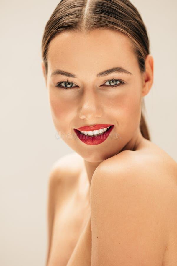 Bella giovane donna con pelle fresca immagini stock libere da diritti