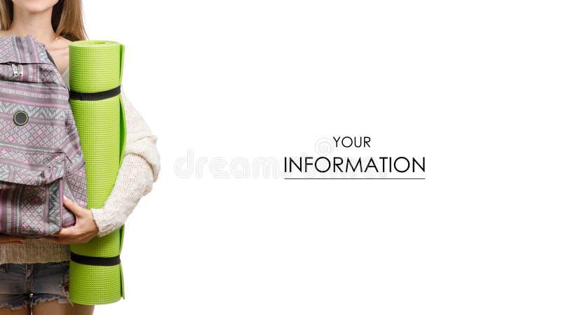 Bella giovane donna con una coperta turistica e un modello disponibile di viaggio dello zaino fotografia stock libera da diritti
