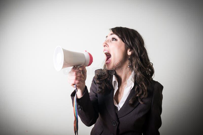 Bella giovane donna di affari con poco megafono immagini stock