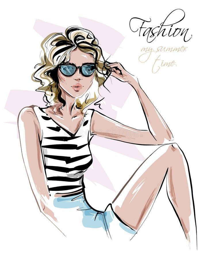 Bella giovane donna disegnata a mano in occhiali da sole Ragazza alla moda in vestiti di estate Sguardo della donna di modo La ra illustrazione vettoriale