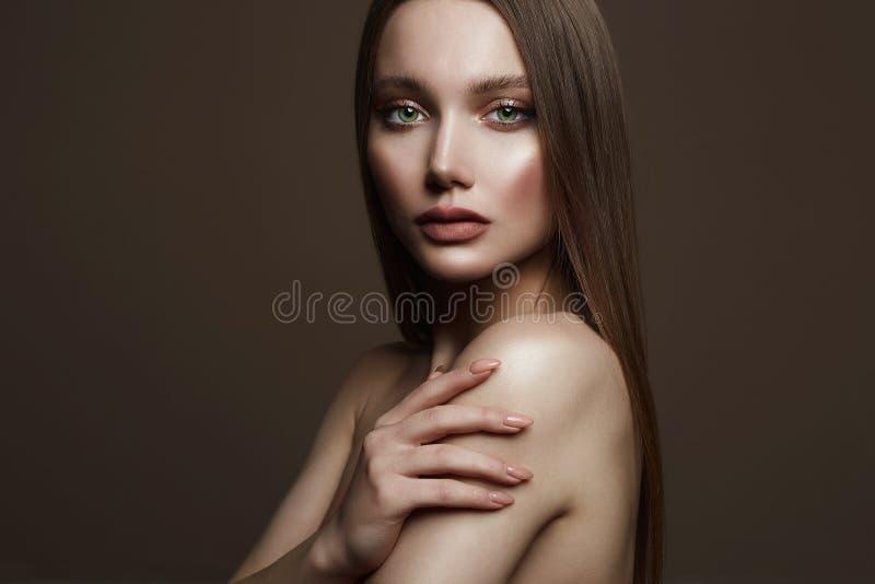Bella giovane donna ragazza sensuale con bello trucco fotografia stock
