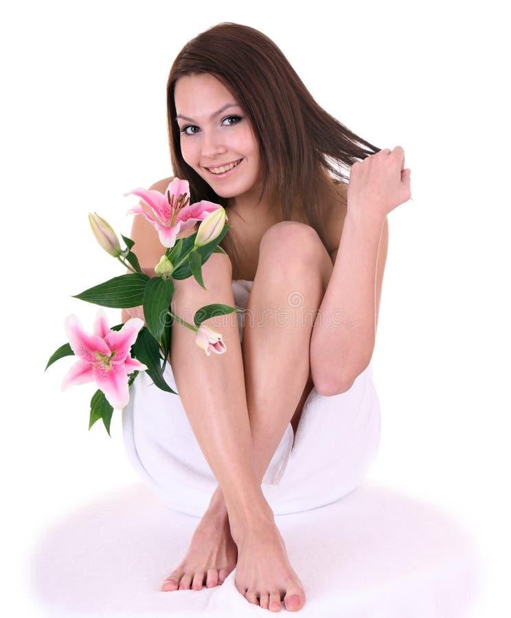 Bella giovane donna in stazione termale. fotografia stock