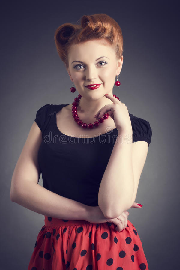 bella giovane donna in una pin-up fotografia stock