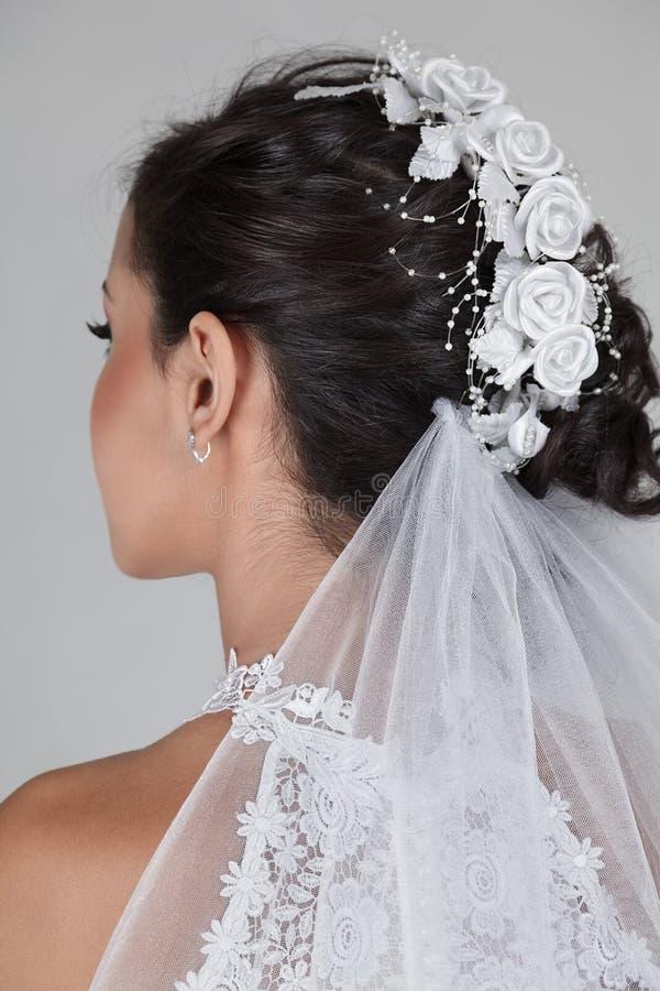 Bella giovane sposa in vestito da cerimonia nuziale fotografia stock