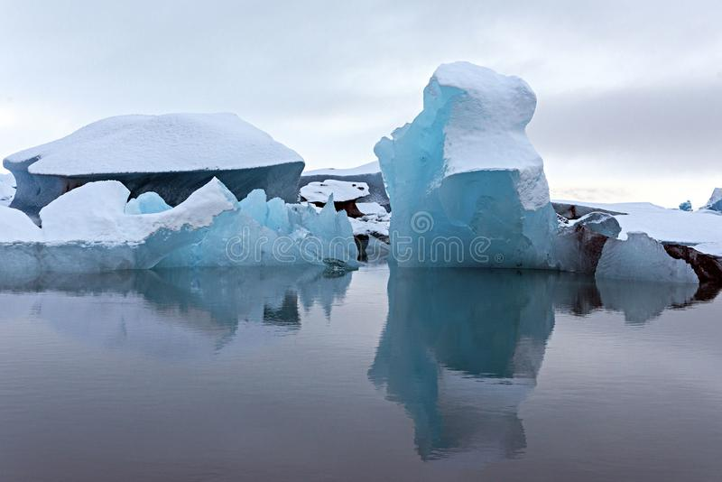 Bella immagine dell'iceberg di islandese alla laguna del ghiacciaio in Icel immagini stock