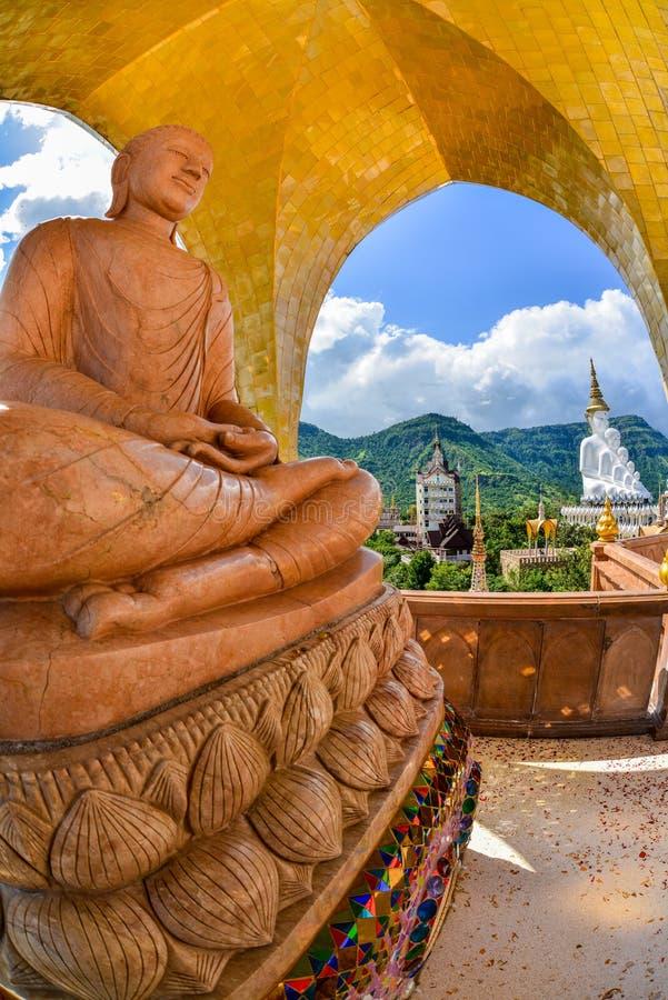 Bella immagine marrone di Buddha con bianco cinque Buddha di Beauitiful I fotografia stock libera da diritti