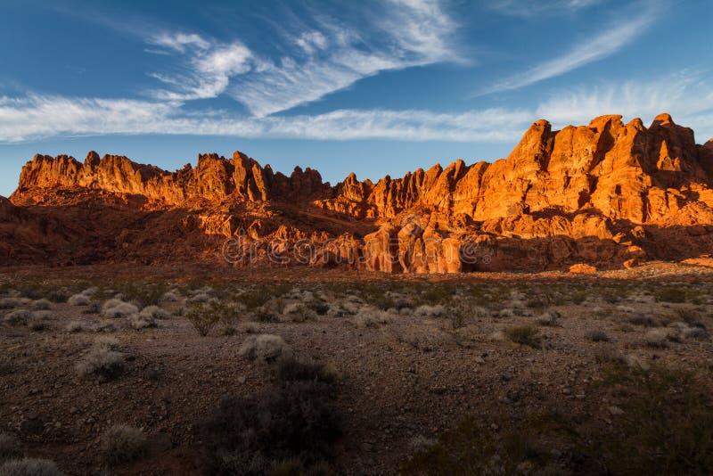 Bella incandescenza di tramonto sulle formazioni rocciose alla valle del parco di stato del fuoco immagine stock libera da diritti