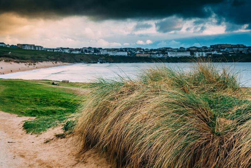 Bella linea costiera della Cornovaglia in Newquay, Regno Unito fotografie stock
