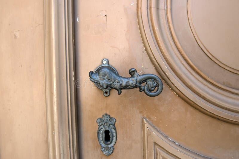 bella maniglia di porta d'annata del metallo immagine stock libera da diritti