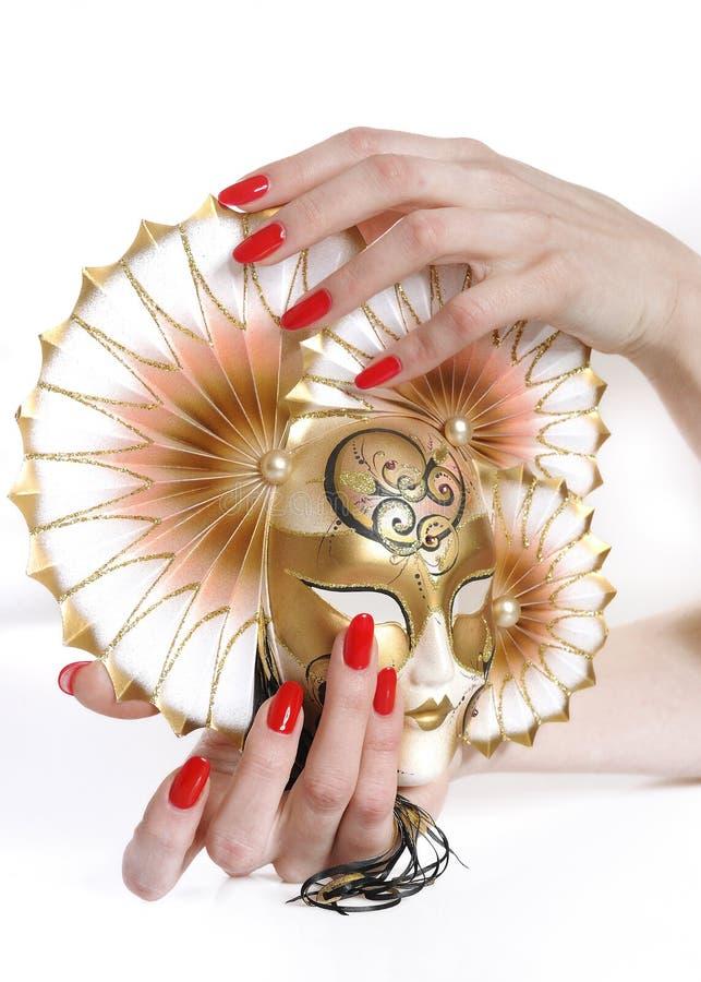 Bella mano con il manicure rosso perfetto immagine stock libera da diritti