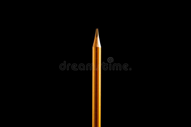 Bella matita nera e colorata su fondo nero Presto alla scuola Di nuovo al banco fotografia stock