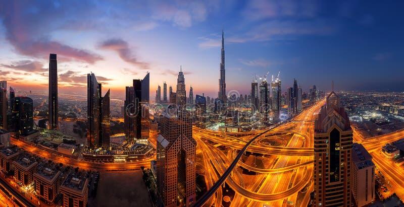 Bella mattina sopra il Dubai del centro immagine stock libera da diritti