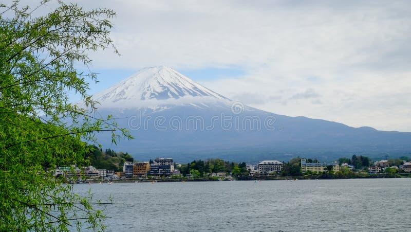 Bella montagna di Fuji, il punto di riferimento famoso del Giappone fotografie stock libere da diritti