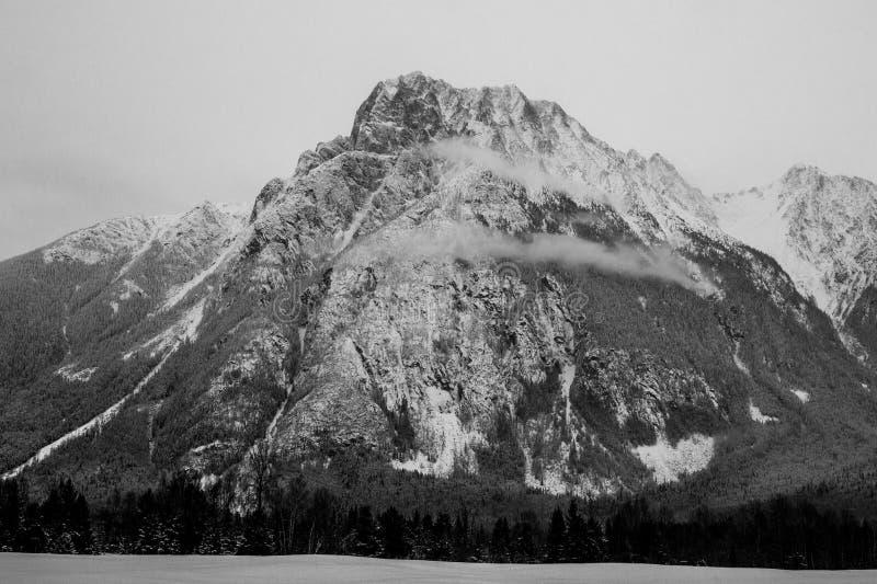 Bella montagna scenica fotografie stock
