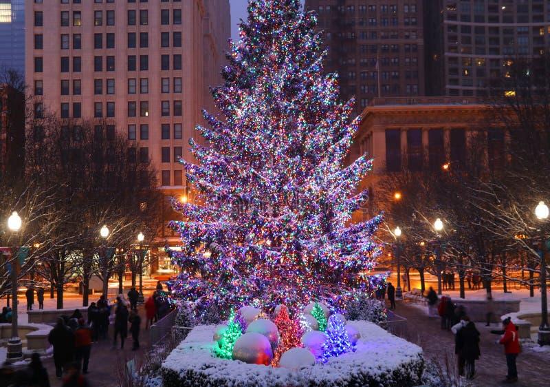 Bella notte di Natale nella città di Chicago fotografie stock