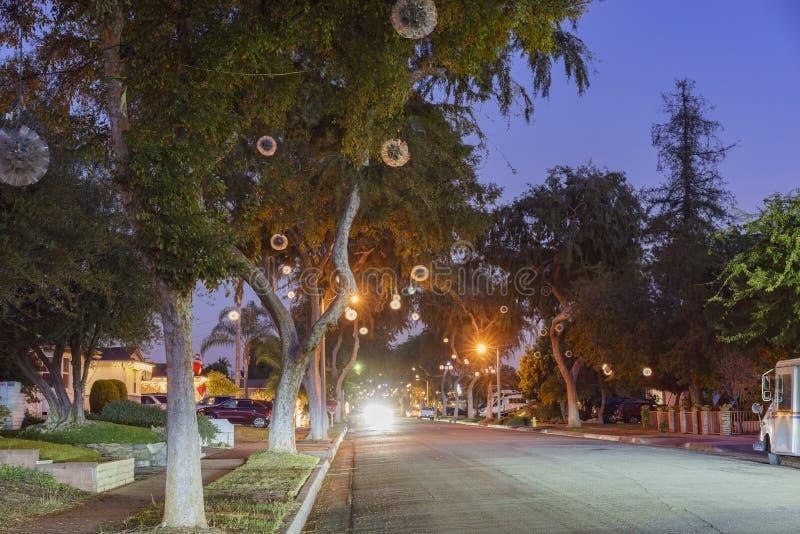 Bella palla della luce di Natale a Fullerton immagini stock