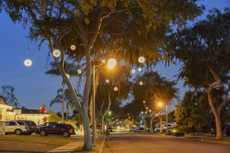 Bella palla della luce di Natale a Fullerton fotografia stock