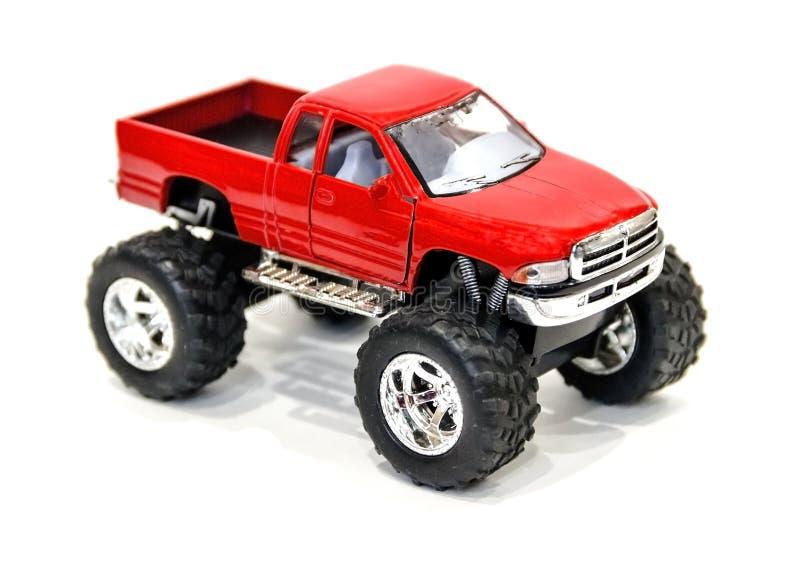 Bella piccola automobile rossa del giocattolo su un fondo bianco fotografia stock