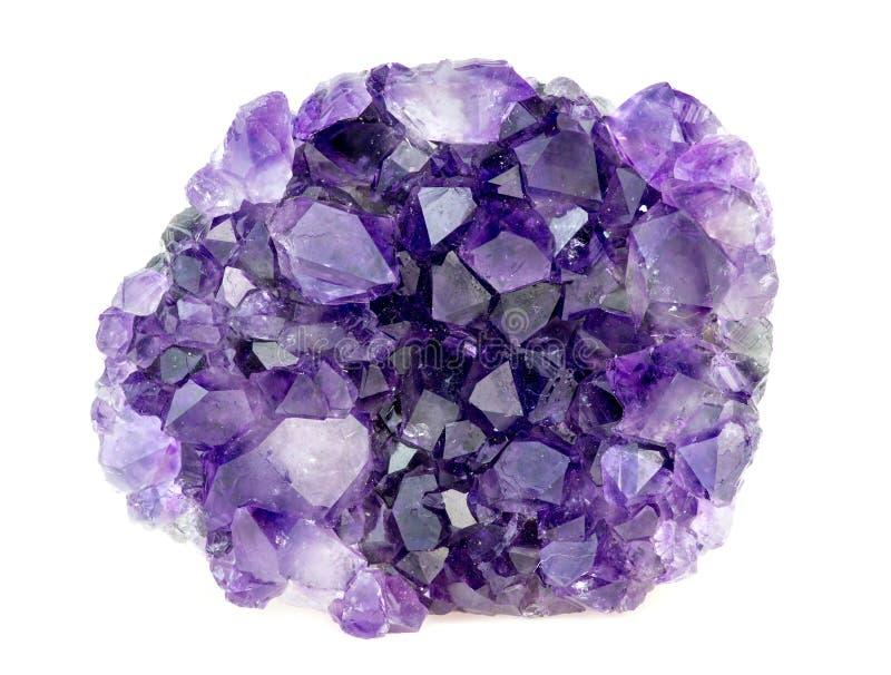Bella pietra preziosa ametista porpora naturale dei cristalli di geode immagine stock