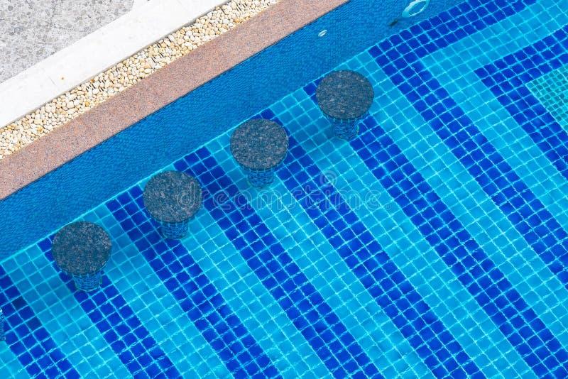 Bella piscina di lusso all'aperto in hotel immagini stock libere da diritti