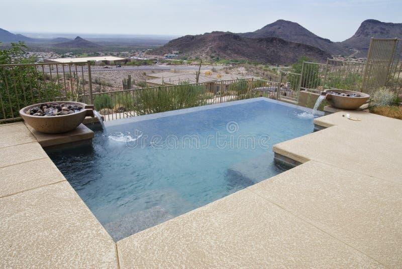 Bella piscina moderna fotografia stock libera da diritti