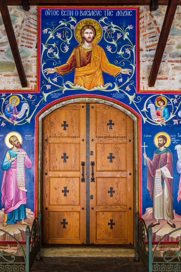 Bella pittura del materiale illustrativo di Gesù e dei san su una parete interna nel grande monastero del meteoron in meteora Gre fotografia stock