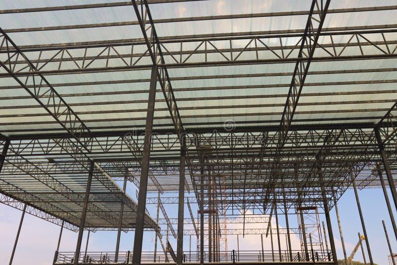 Bella progettazione della costruzione di edifici della struttura dell'acciaio del metallo del primo piano immagini stock