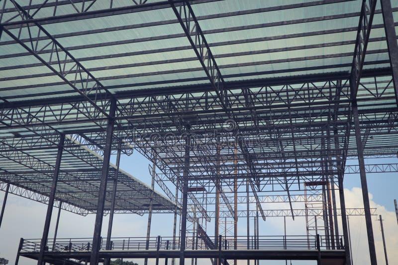 Bella progettazione della costruzione di edifici della struttura dell'acciaio del metallo del primo piano fotografia stock libera da diritti