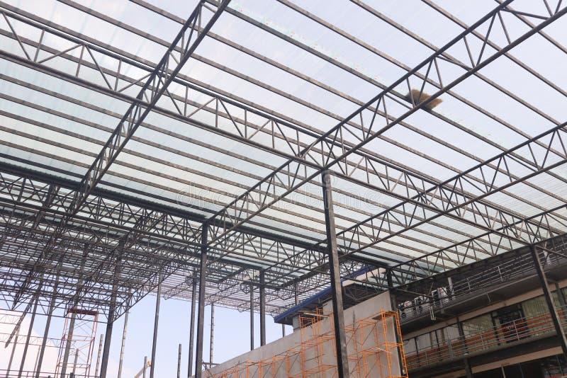 Bella progettazione della costruzione di edifici della struttura dell'acciaio del metallo del primo piano fotografie stock