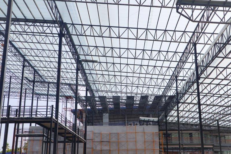 Bella progettazione della costruzione di edifici della struttura dell'acciaio del metallo del primo piano immagine stock libera da diritti