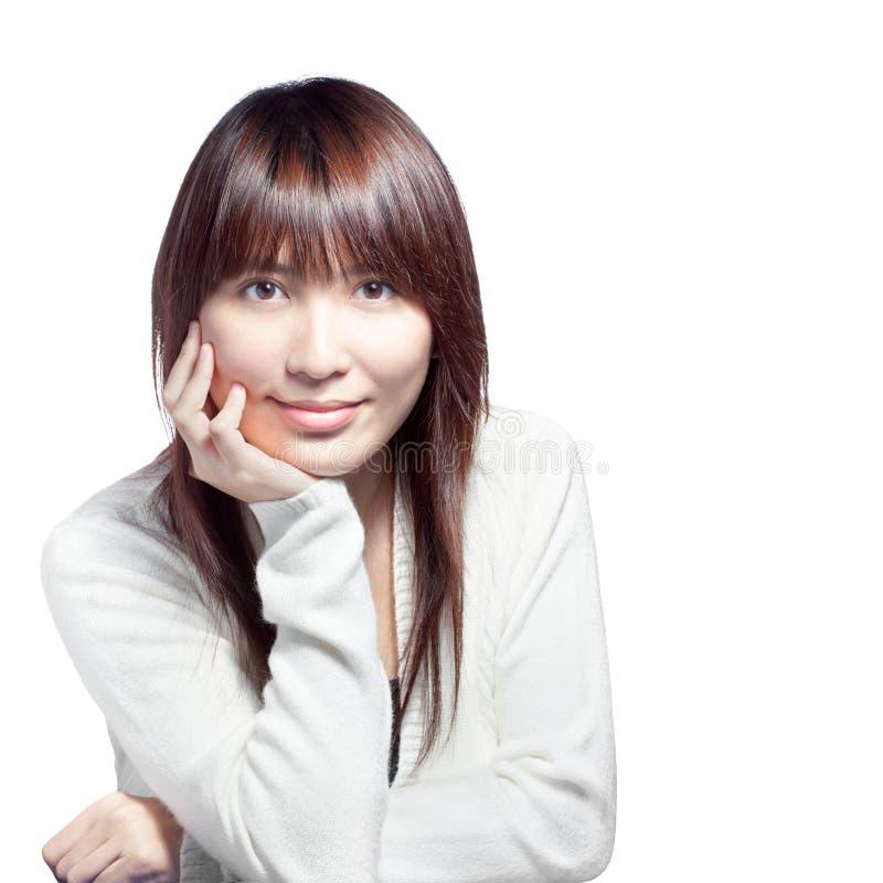 Bella ragazza asiatica in casuale bianco fotografia stock